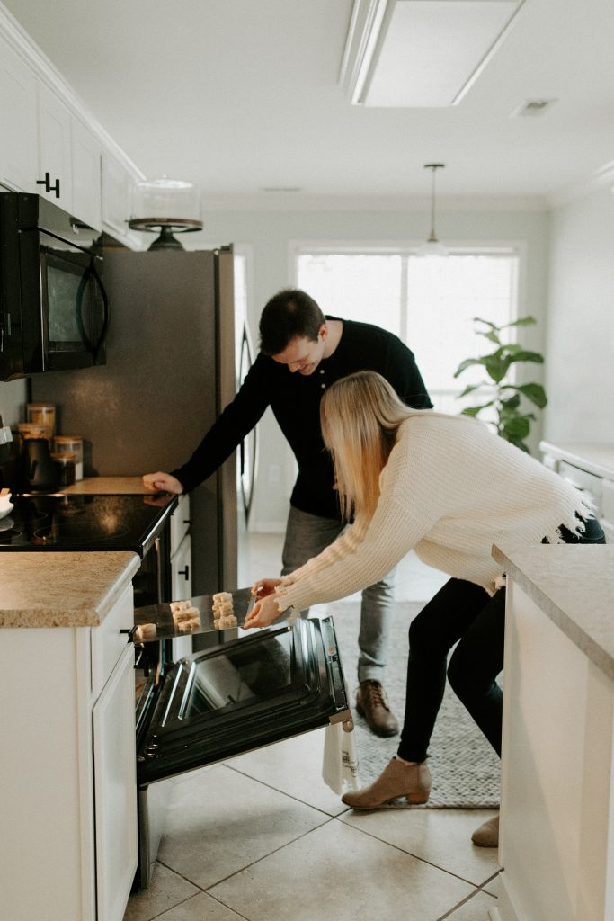 Woman & Man cooking dinner - Quick dinner